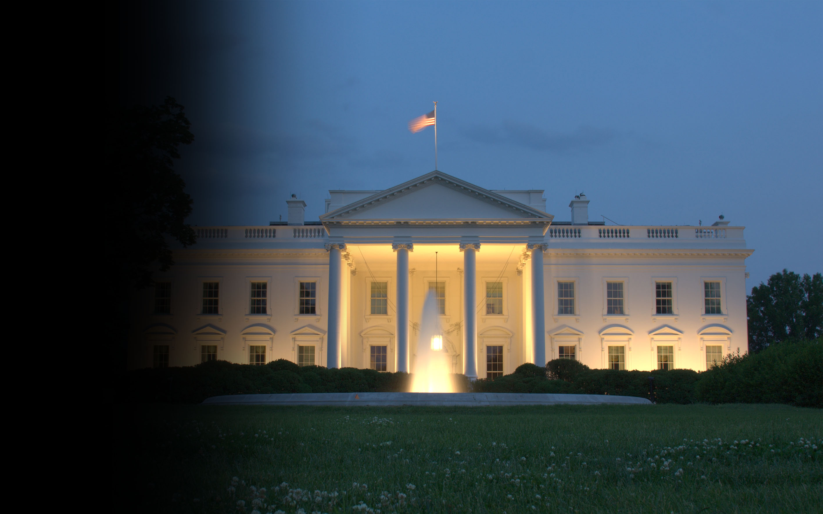 Photo of back of White House