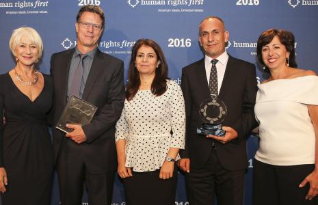 Helen Mirren, Gavin Hood, Ameena Saeed Hasan, Khaleel Aldakhi and Elisa Massimino at the 2016 Human Rights First Award Dinner.
